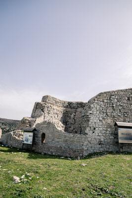 Il mastio, centro nevralgico della struttura, usato come ultima difesa in caso di attacco: La torre si trova affacciato sul dirupo e quindi per accedervi richiedeva l'attraversamento di alcune aree dell'edificio esposte al fuoco proveniente dalle feritoie