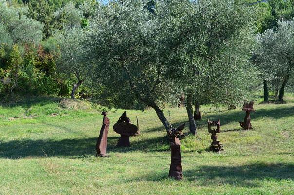 Erik Dietman - Die teuflischen Geister beschützen Olivenbäume und Dadanier / Gusseisen / 1998
