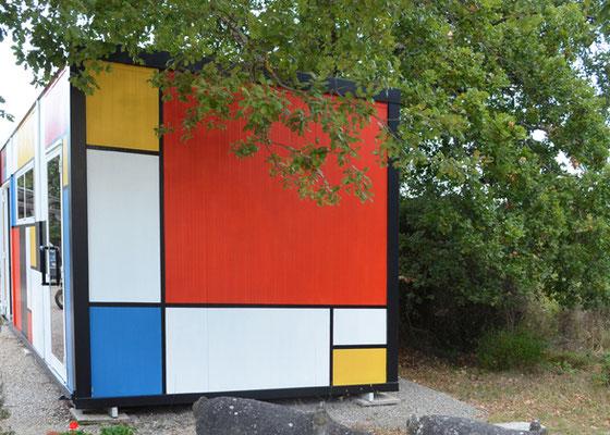 Büro-Container beim Eingang zum Garten, wo man die Tickets kauft