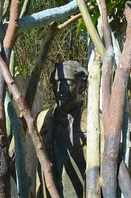 Esther Seidel u. Patrick Steiner - Der Seher / Travertin, Bronze / 1996-1997