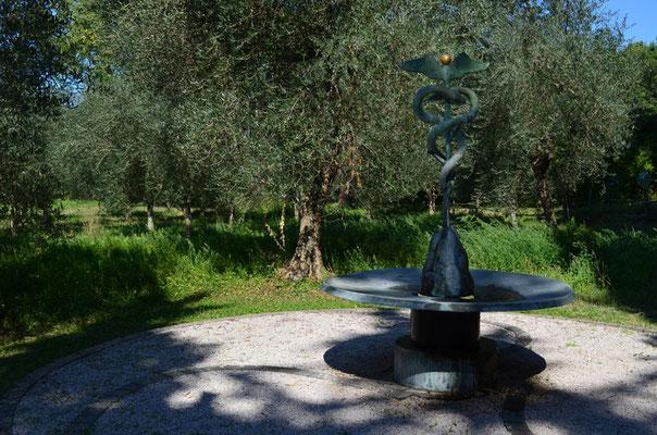 Brunnen nach einem Entwurf von Meret Oppenheim / Bronze / 1966, 1999
