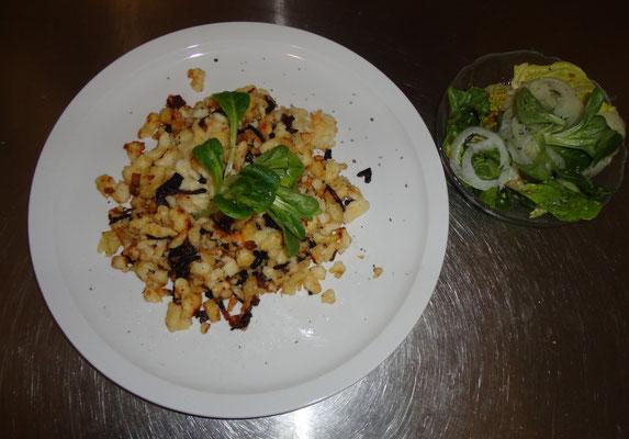Kässpatzen mit Salat