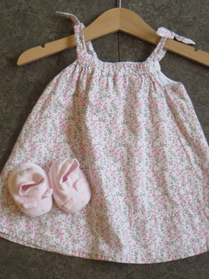 Dress - 12,50 / Booties - 9,50 chf - Second Hand Zürich