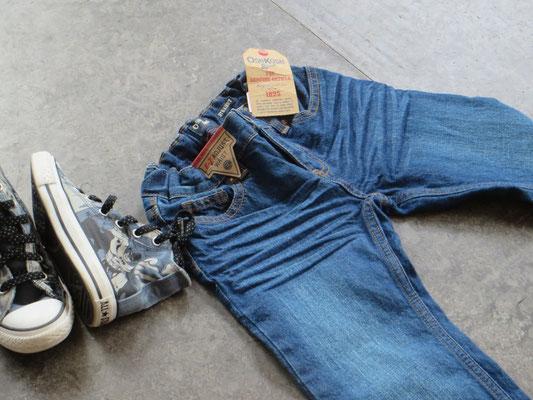 Jeans - Osh Kosh - NEW!- 4/5Y - 29.50 chf / Converse - 30-19.50 chf - Second Hand Zürich