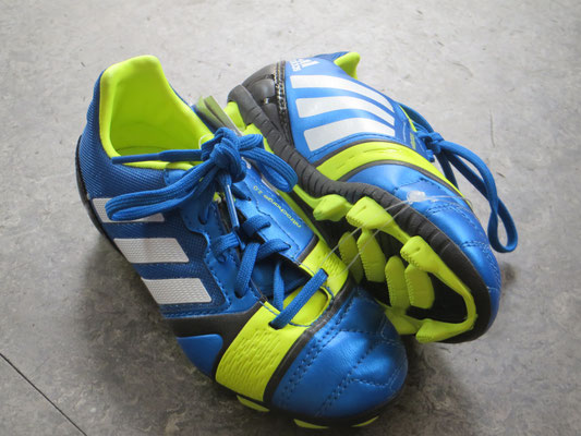 Adidas Football Shoes - NEW with Label!- 29 - 29.50 chf -Kinder Second Hand Zürich