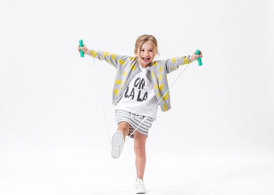 Cardigan 58.95 chf - Tshirt 29.95 chf - Skirt 36.95 chf