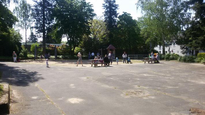 Betriebsamkeit auf dem Spielplatz