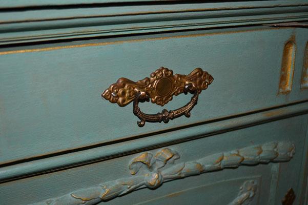 gebrauchte, gestrichene Kommode bei Nouvelle-Antique aus Aachen