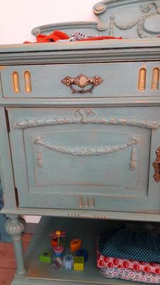 Möbel und Annie Sloan Produkte bei Nouvelle-Antique aus Aachen