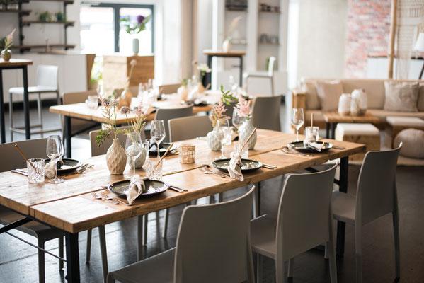 """Hochzeitslocation in Hamburg, Trend Studio & Loft, Tisch und Stuhl Paket """"die Natürlichen"""""""