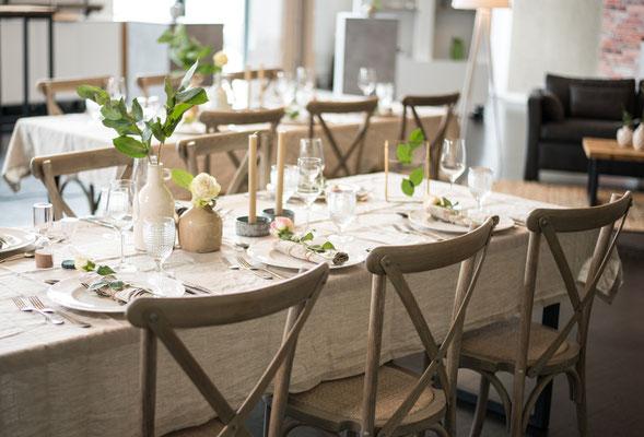"""Hochzeitslocation in Hamburg, Trend Studio & Loft, Tisch und Stuhl Paket """"die Romantischen"""""""