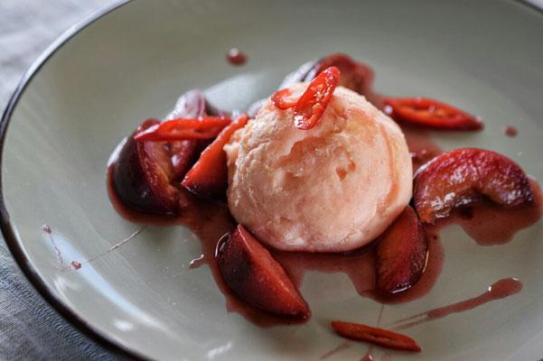 Hochzeitslocation, Kochschule, Kochkurse in Hamburg, Trend Studio & Loft, Dessert Weiße Mousse, Pflaumen-Chilikompott