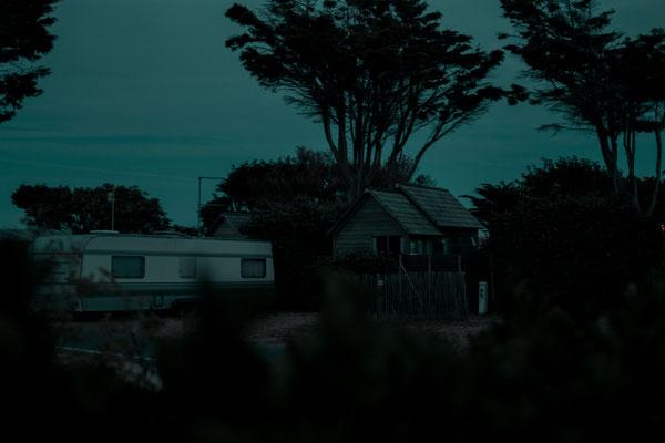 Campingplatz auf der Il de Re  zur blauen Stunde - Camping zu Corona Zeiten bei Phare des Baleines