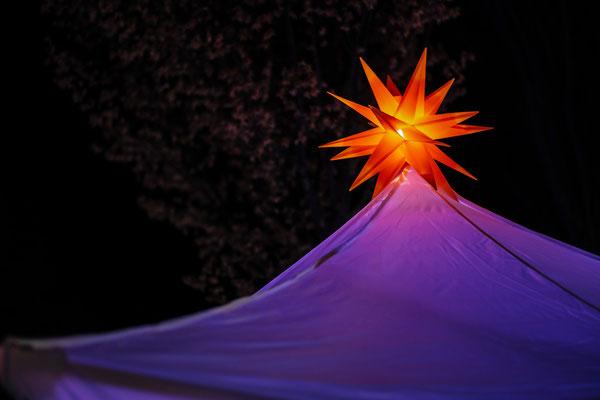 Weihnachtsstern auf der Zeltspitze