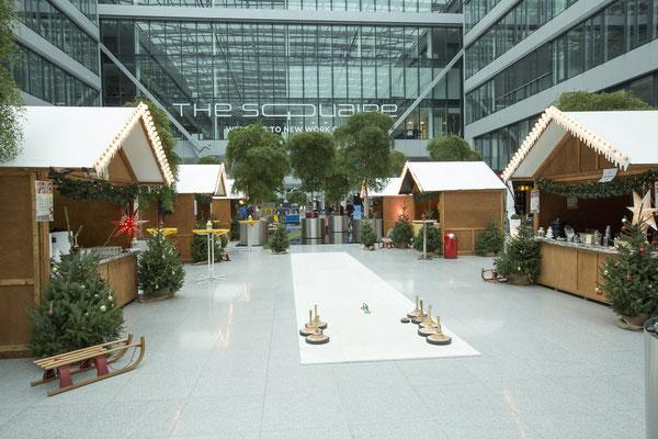 Weihnachtliche Deko kurz vor Eröffnung des Marktes