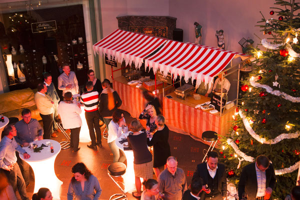 hübsch beleuchteter Weihnachtsmarkt