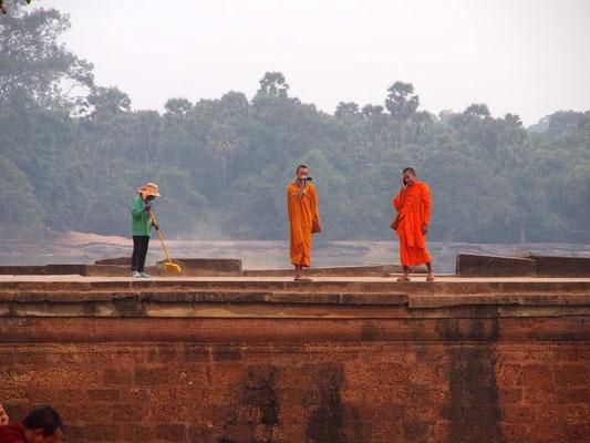 """past meets futur"", Zugang zur Tempelanlage Angkor Wat"