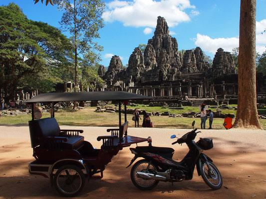 """Bayon, Staatstempel mit zahlreichen Gesichtertürmen, frühes 13. Jh. in der Tempelstadt Angkor Thom (""""Große Hauptstadt"""")"""