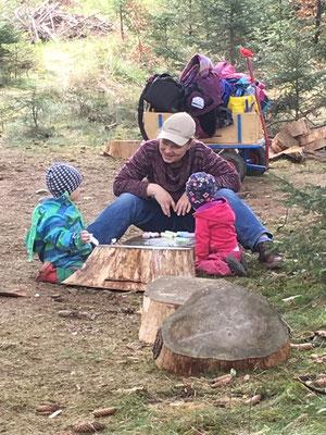 Unterhaltung im Wald
