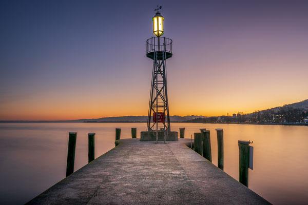 Bild Nr. 2020_9345: Leuchtturm am Rorschacher Hafen in der Morgendämmerung