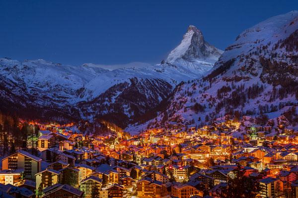 Bild Nr. 2021_2203: Zermatt by Night mit Matterhorn