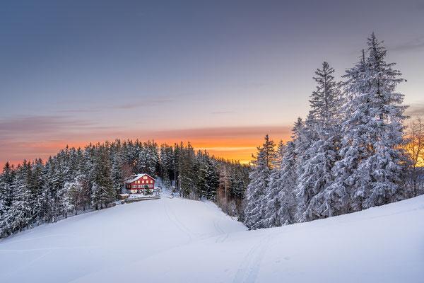 Bild Nr. 2020_9913: Naturfreundehaus Kaien an einem farbenfrohen Wintermorgen