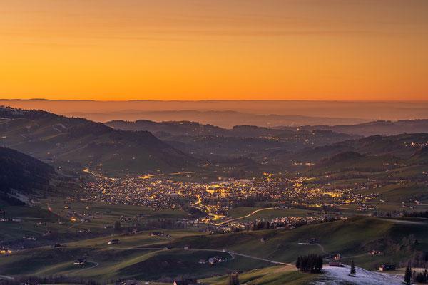 Bild Nr. 2020_9499: Aussicht auf Appenzell nach Sonnenuntergang