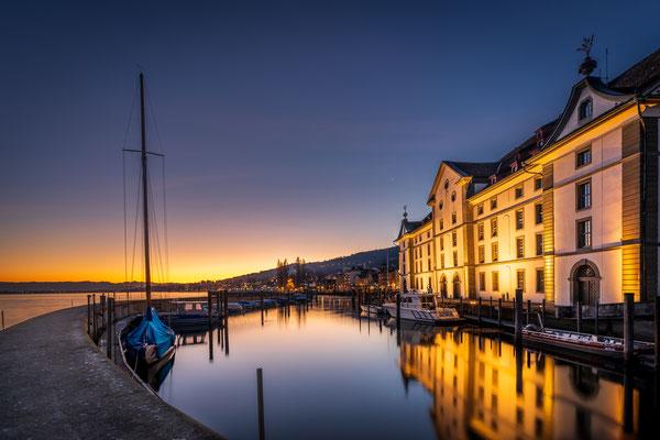 Bild Nr. 2020_9338: Hafen Rorschach mit Kornhaus vor Sonnenaufgang
