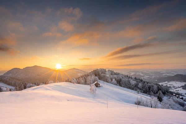 Bild Nr. 2020_0697: Letzte Sonnenstrahlen über der Winterlandschaft