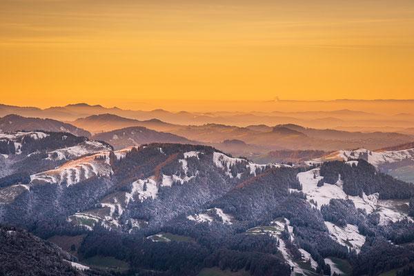 Bild Nr. 2020_9427: Erster Schnee auf den Appenzeller Hügeln