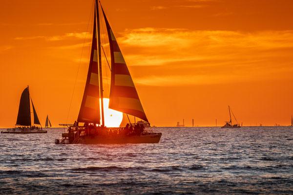 Bild Nr. 2019_7160: Sonnenuntergang am Waikiki Beach in Hawaii