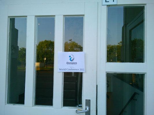 会場の入り口はiDempiereのロゴが…。