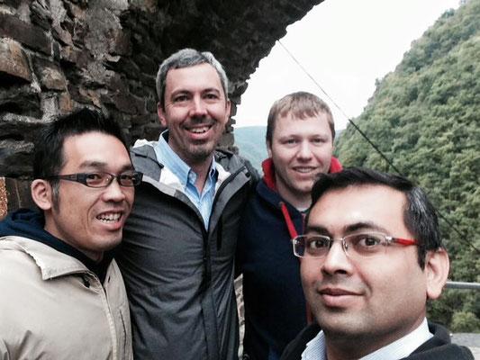 左から私、チャック(USA)、エバン(イギリス)、ディーパック(インド)