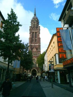 ドイツではこのような教会が至る所にあります。
