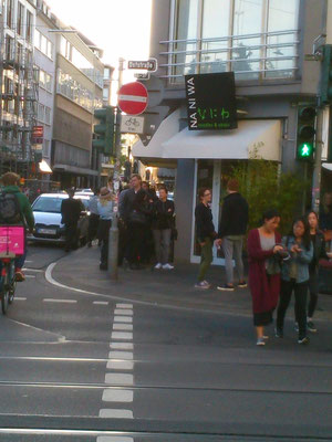 デュッセルドルフで人気のラーメン屋さん。日曜日の夕方でここだけ人が並んでいいました。
