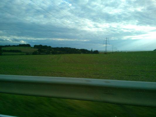 マルコの車窓から…。これが有名なドイツの高速道路アウトバーンなのかな…?