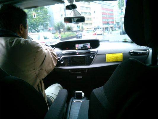 ホテルの場所がよくわからなかったので、思い切ってタクシーに乗ってみました。