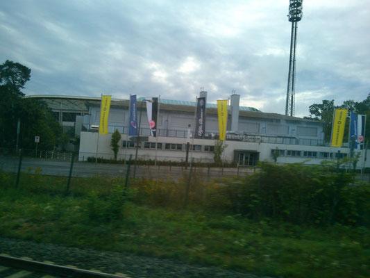 ICEからの風景。前日観戦したフランクフルトのサッカー場も見えます。