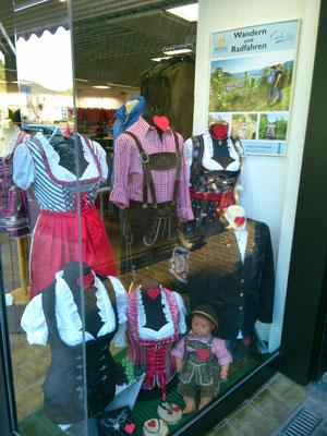 ドイツの伝統的な民族衣装を売っているお店。