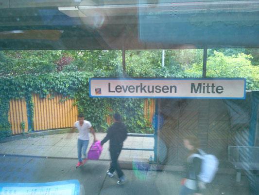 ディュッセルドルフからケルンの間には、レバークーゼンが!今回の旅でドイツ西側のサッカーチームの位置関係がだいぶ頭にイメージする事ができるようになりました。