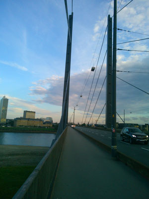ライン川にかかる橋。