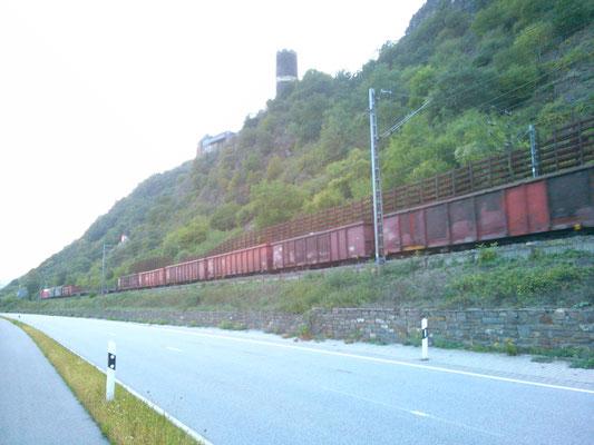 絶景を走る電車を見ると「世界の車窓から」を思い出します。