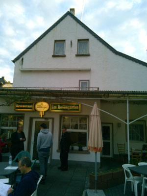 ドイツの田舎によくある地元の人が行く食堂(レストラン)なんだと思うけど、とてもおしゃれに見える…。
