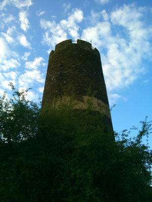初日の夜はこの塔に登らせてもらい、星の輝く夜空を眺めました。塔にのぼるなんてドラクエ以来です。(*´▽`*)