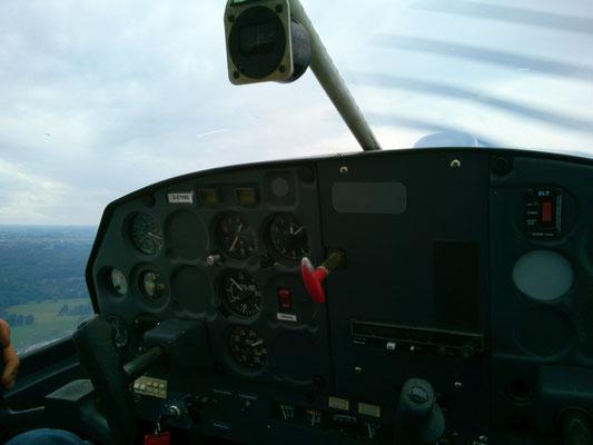 4人乗りのグライダーで操縦者の隣に座らせてもらいました。