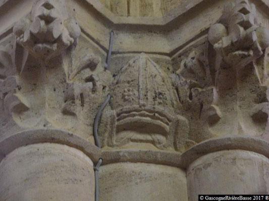 Sculpture chapiteau église de Plaisance du Gers Mitre