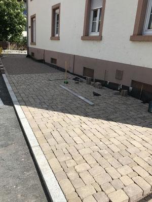 Freiburger Gartenbau Gelsomino Aussenanlage - Gehweg - Strassenbau
