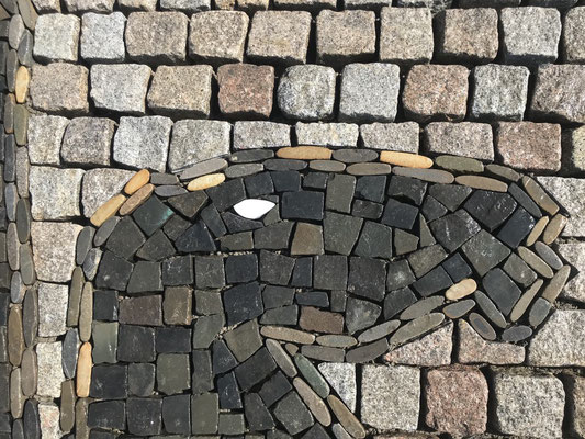 Freiburger Gartenbau Gelsomino - Drachen und Reiter - Kreisverkehr St. Georgen