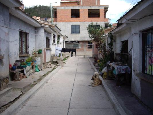 Nur wenige der älteren Häuser sind unverändert geblieben, im Hintergrund wird aber schon aufgestockt (Barrio San Francisco).