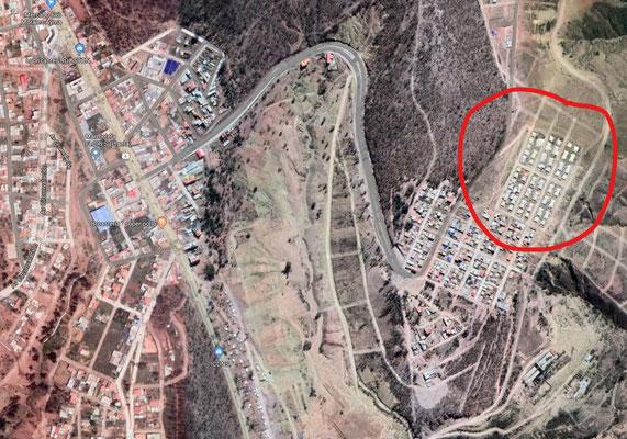 """Im Vergleich zum angrenzenden """"Barrio Bolivia"""", das von einer staatlichen Stelle gebaut wurde, sieht Barrio Emmanuel sehr geordnet aus."""